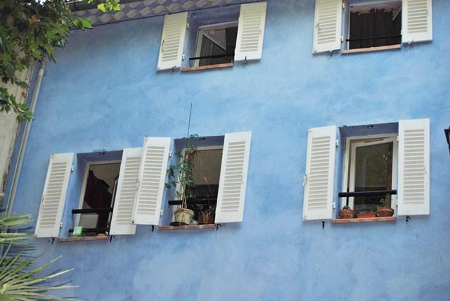 façade bleu